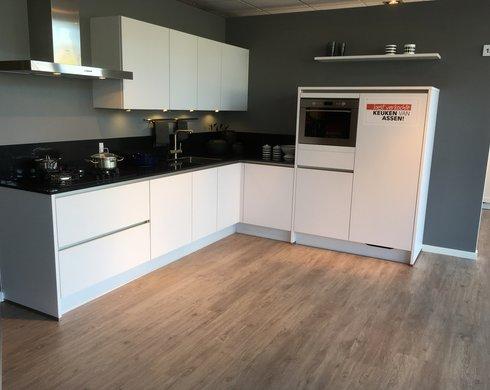 Showroomkeuken Assen Koop uw keuken bij Nieuwenhuis Keukens in Assen