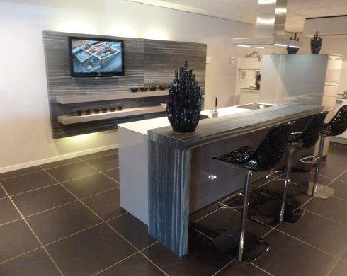 Showroomkeuken Truffelgrijs glanzend Koop uw keuken bij Nieuwenhuis Keukens in Assen